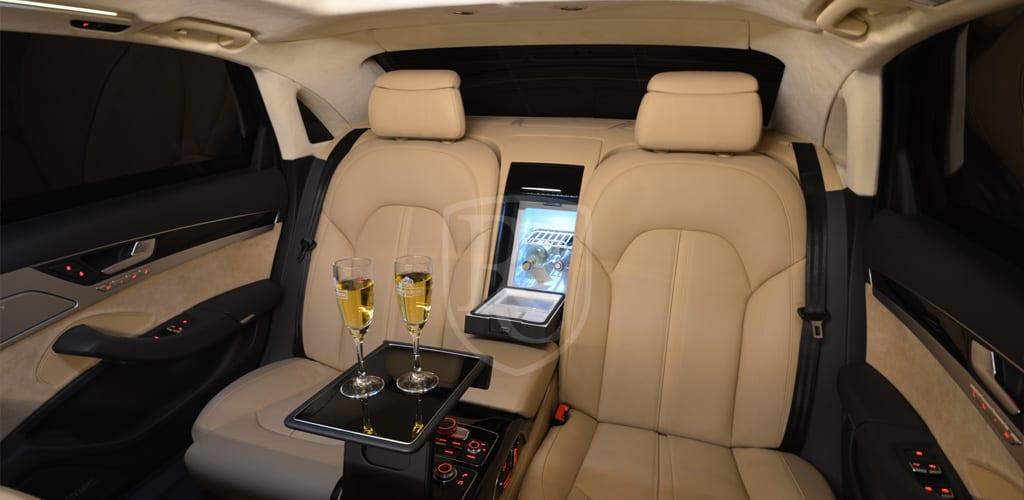 Chauffeursdiensten met luxe wagen met ruim interieur
